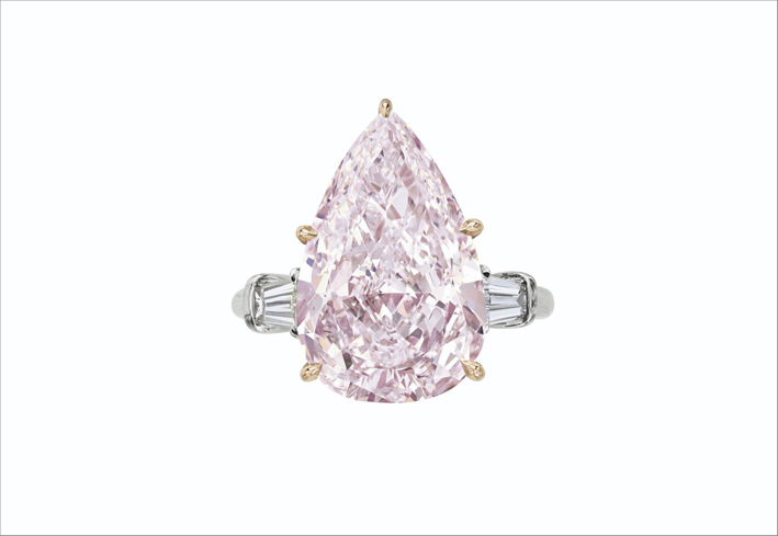 Diamante rosa violaceo chiaro fantasia classificato VS2 da 7,65 carati