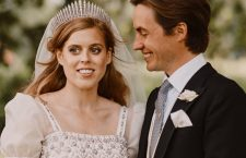 La principessa Beatrice con lo sposo Edoardo Mapelli Mozzi, indossa la Queen Mary's Fringe Tiara