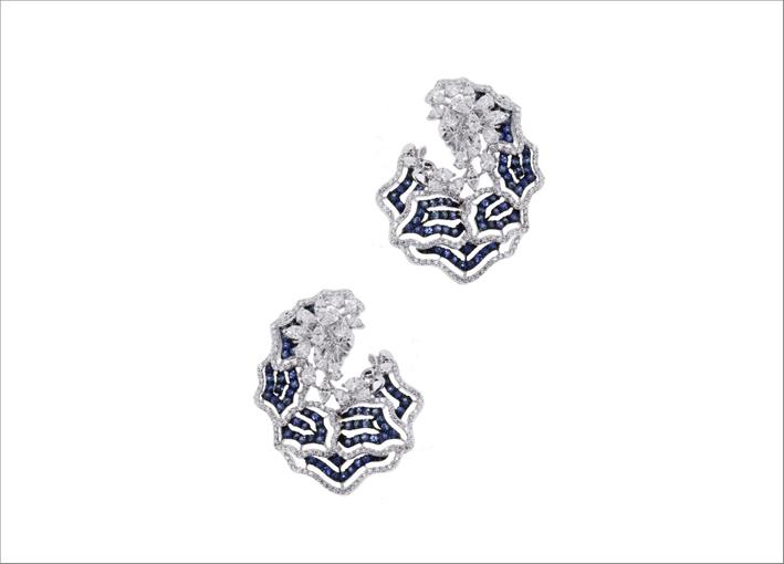 Orecchini con diamanti e zaffiri della collezione Gun's N 'Roses