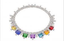 Collana Chiaroscuro in oro bianco, con 1 rubellite rettangolare (8,65 ct), 1 tormalina verde rettangolare (12,18 ct), 1 ametista rettangolare (9,81 ct), 1 citrino rettangolare (9,25 ct), 1 quarzo giallo verdastro rettangolare (7,60 ct ), 1 acquamarina rettangolare (9,94 ct), 1 tanzanite rettangolare (14,17 ct), 87 diamanti a taglio brillante rotondo e pavé di diamanti (44,72 ct). Foto: Antonio Barrella, Galleria Studio Orizzonte