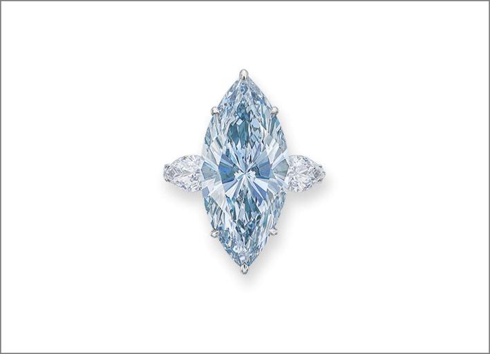 Diamante blu da 12,11 carati, taglio marquise, montato su anello