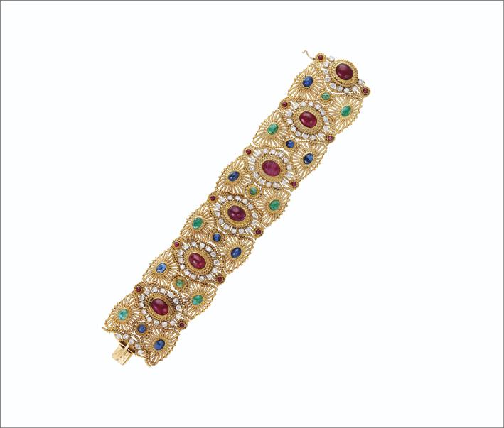 Bracciale di Van Cleef & Arpels con smeraldo, zaffiri e diamanti su oro e platino