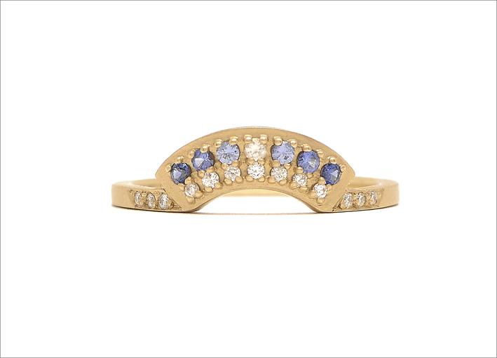 Anello a ventaglio in oro, diamanti e zaffiri