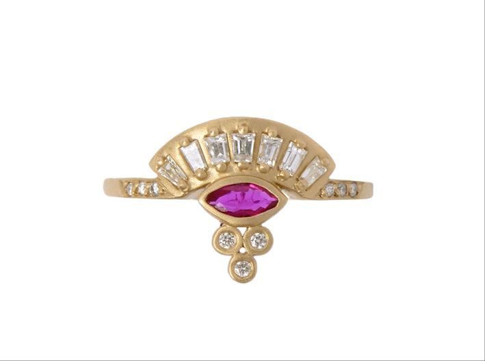 Fan Marquis Ring, fa parte dell'evoluzione della collezione Sensu. Oro giallo, diamanti e rubino.jpg