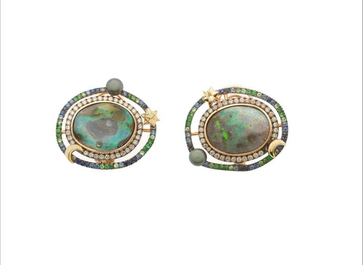 Orecchini Galaxy in oro rosa 18 carati, diamanti brown, opale, zaffiri blu, tsavorite e perla di Tahiti