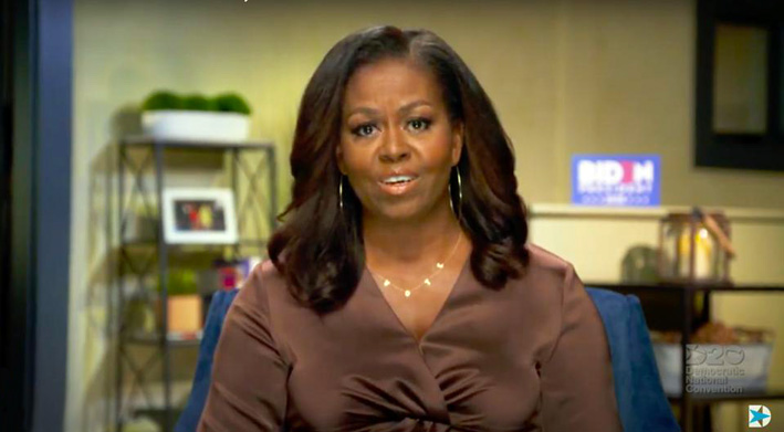 Michelle Obama con la collana Vote