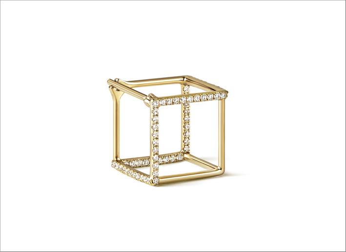 Orecchino in oro e diamanti a forma di cubo