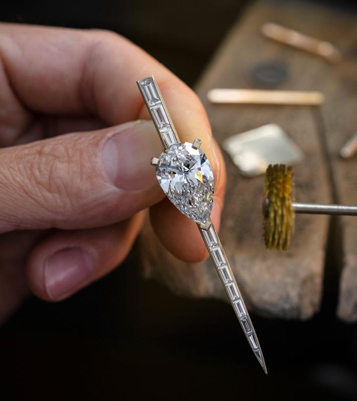Orecchino con diamante taglio a pera