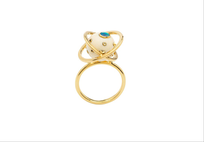 Anello in oro giallo 18 carati, opale, diamanti bianchi, opale, zaffiri blu, zanna di mammut