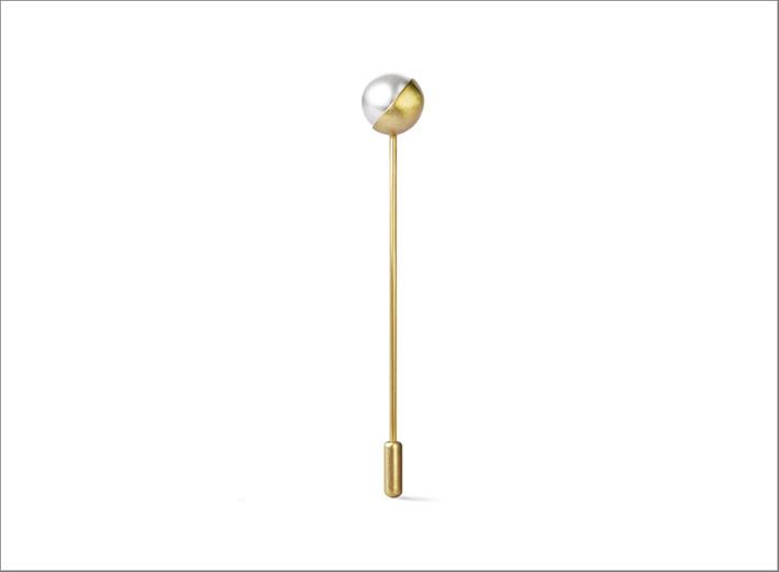 Spilla con mezza perla Akoya su oro