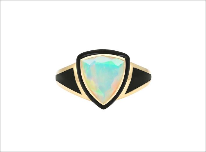 Anello in oro 14 carati con opale e smalto nero