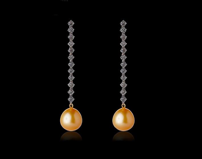 Orecchini con perle del Mari del Sud e diamanti