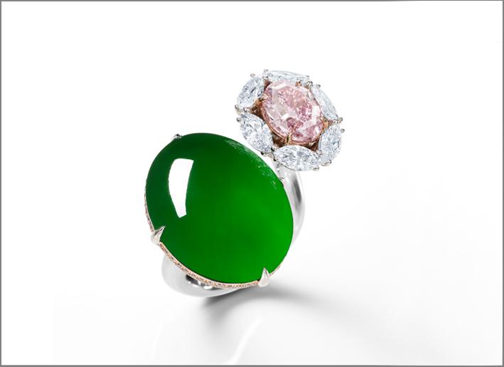 Anello con giada e diamante pink di Nicholas Lieou