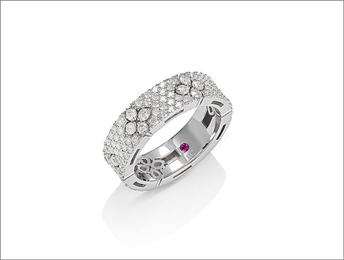 Full pavé ring in white gold