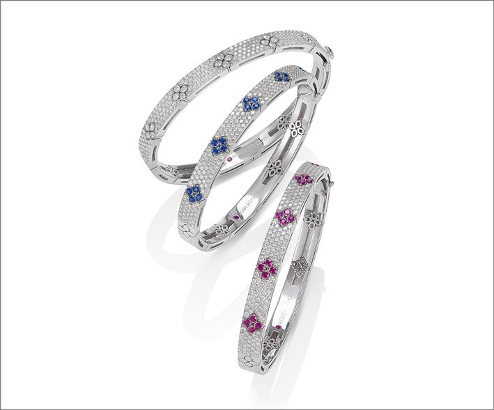 Full pavé bangles in white goldwith blue sapphires and rubies