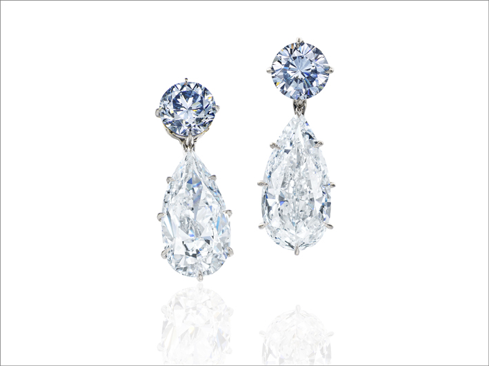 Orecchini con diamanti intense blue