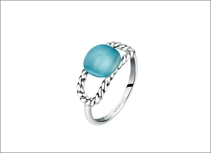 Anello con pietra azzurra