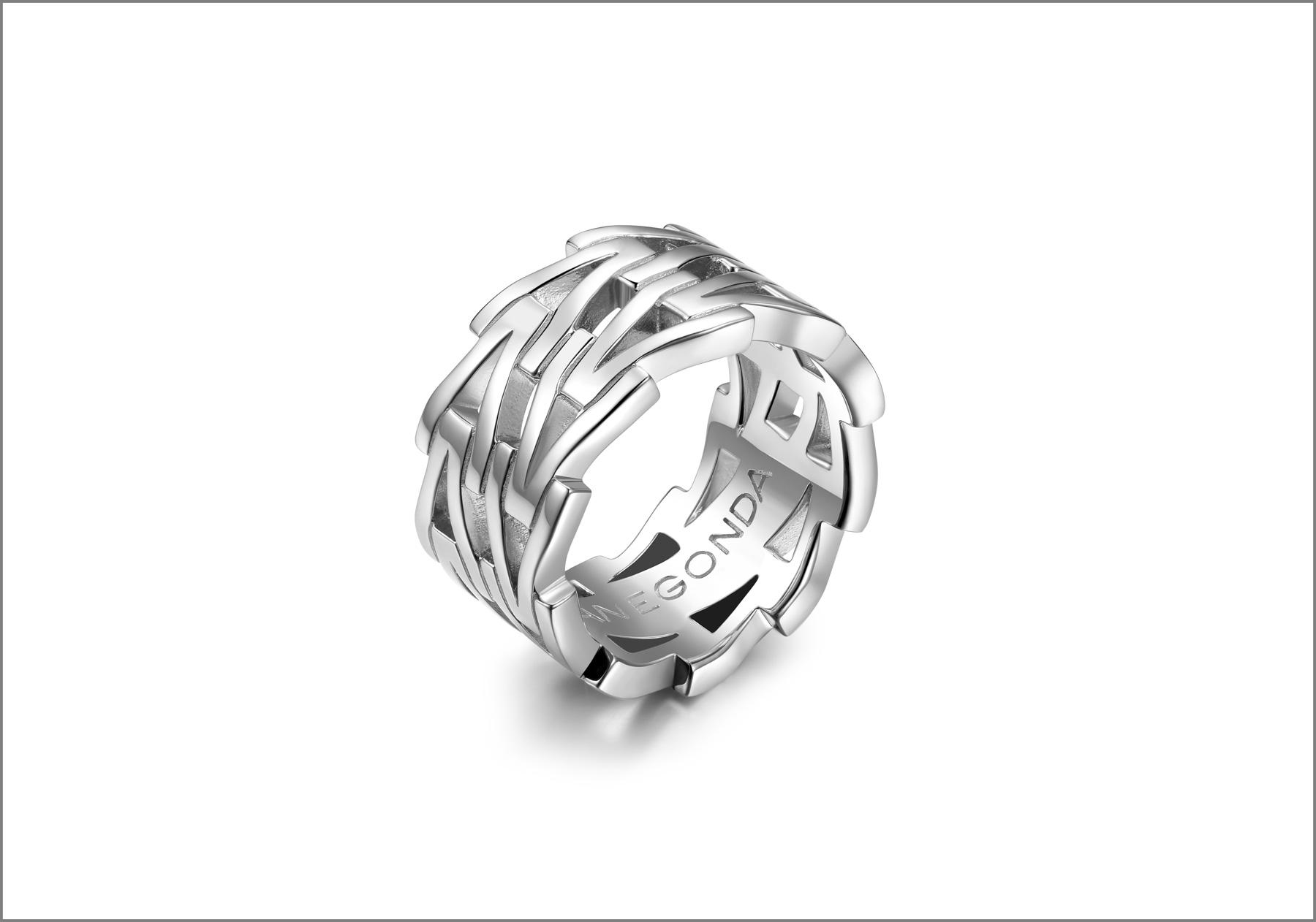 Anello in argento della collezione Tecum