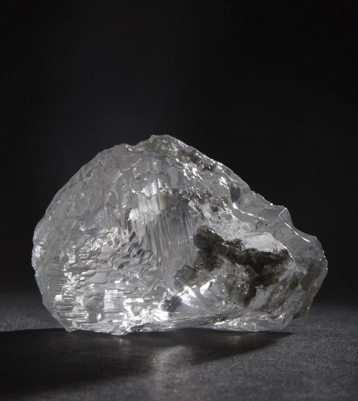 Il diamante grezzo da cui è stato ricavata la pietra ovale