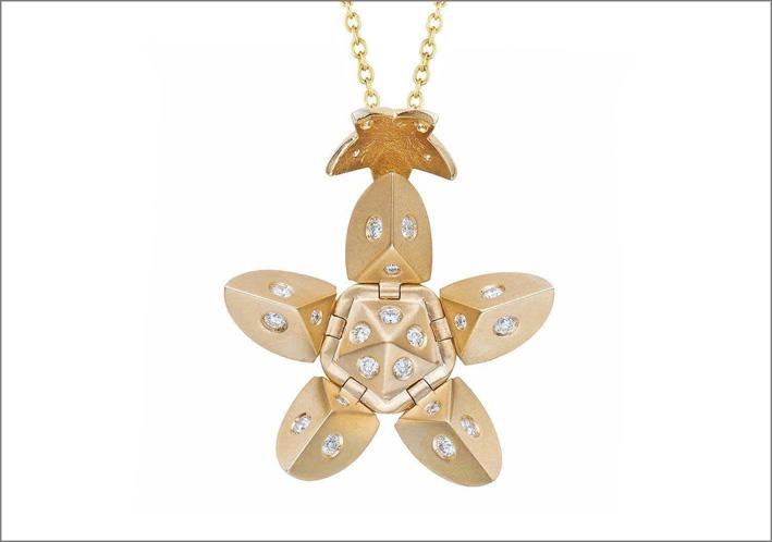 Collana a fiore in oro e diamanti