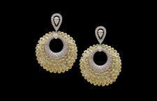 Orecchini pendenti con diamanti gialli e bianchi