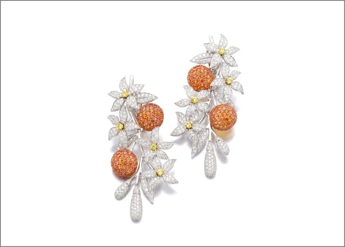 Orecchini pendenti con zaffiri orange e diamanti