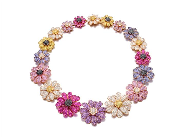 Collana di fiori con rubini a taglio circolare, zaffiri blu, gialli e rosa, ametiste, diamanti taglio brillante neri e incolori