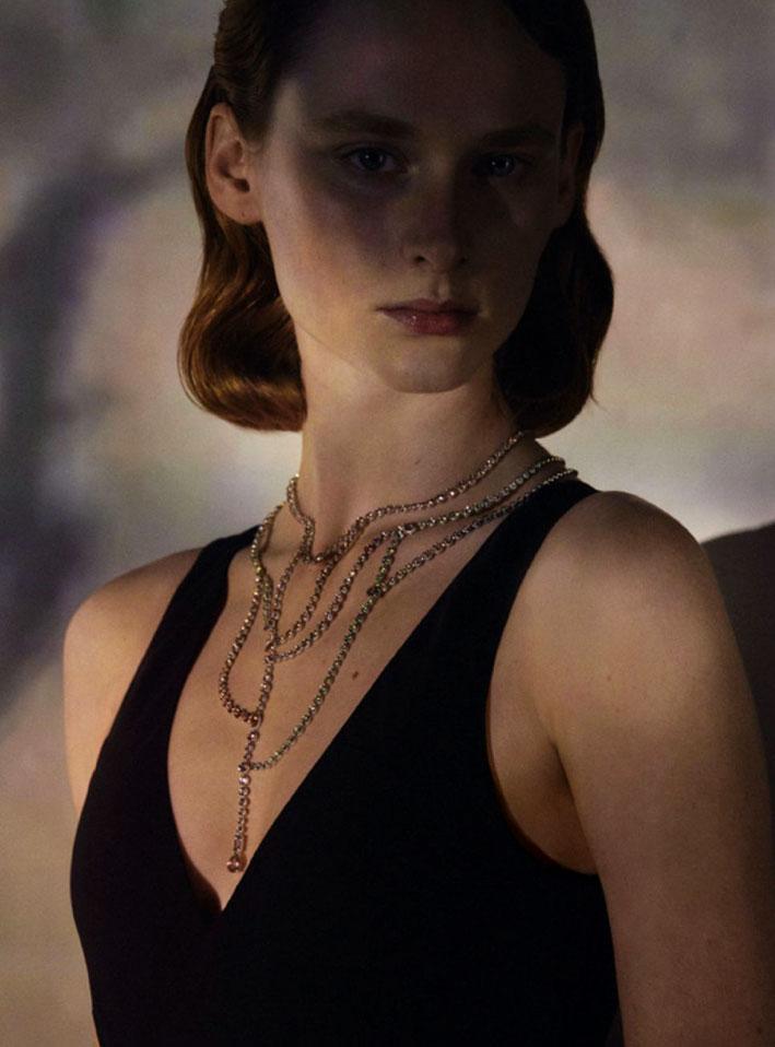 La collana Contre la peau, in oro cosparso e 867 diamanti con taglio brillante