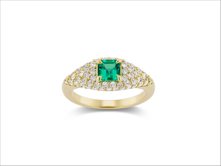 Anello in oro giallo, diamanti e smeraldi di Michelle Fantaci