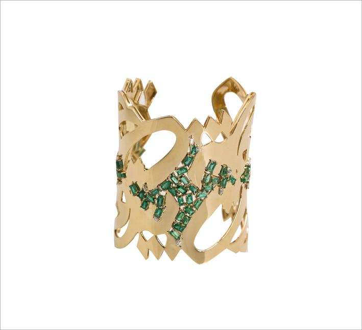 Bracciale in oro con smeraldi di Nadine Kanso