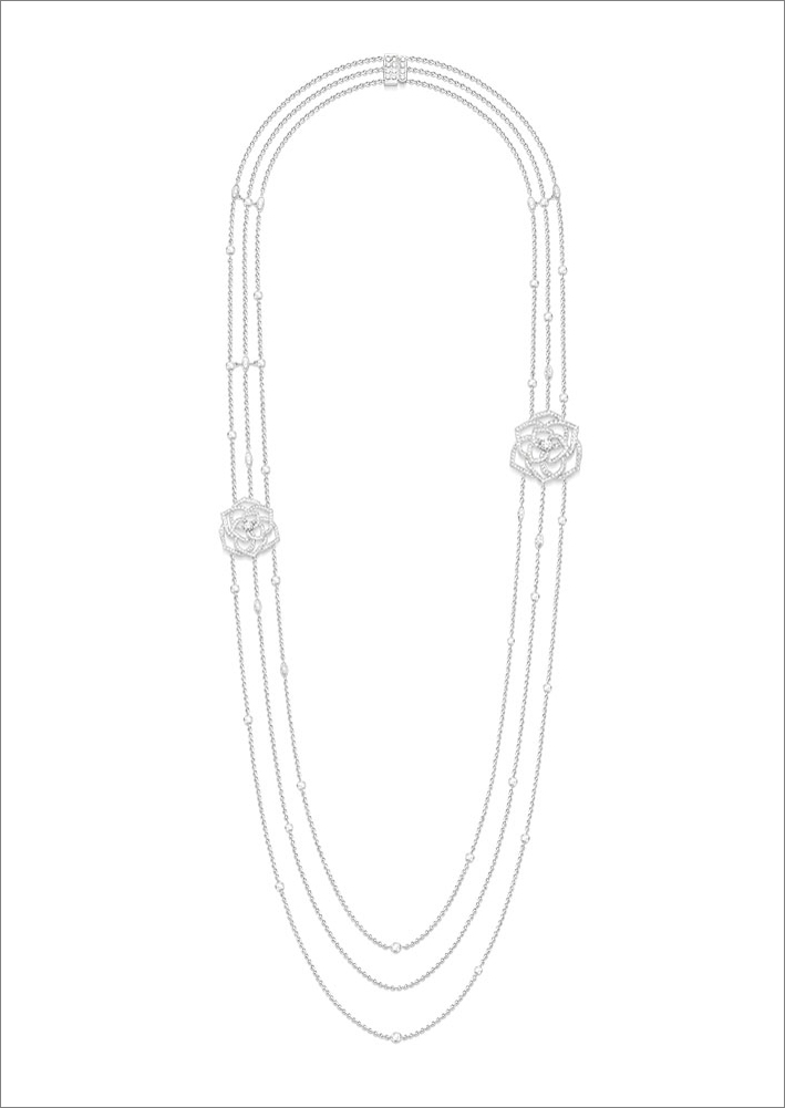 Sautoir, 18K white gold, 3 white gold chains, adorned with diamonds, 2 roses ajourées set with diamonds, set with a total of 346 brilliant-cut diamonds (approx. 4.10 cts) and 4 marquise-cut diamonds (approx. 0.61 ct). Length: 80 cm