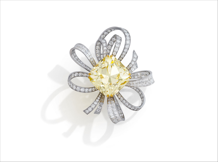 Spilla con diamante fancy yellow di 107,46 carati di graff