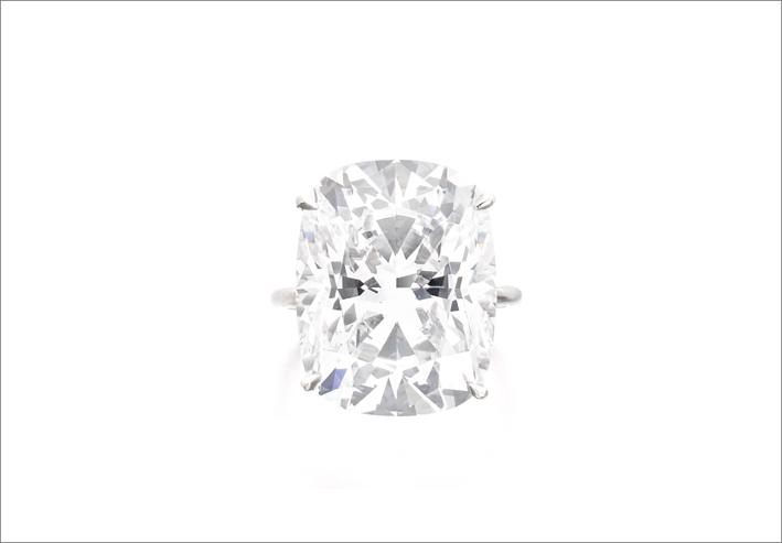 Anelo con diamante taglio cuscino di 18,03 carati