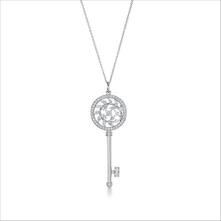 Pendente a forma di chiave in platino e diamanti