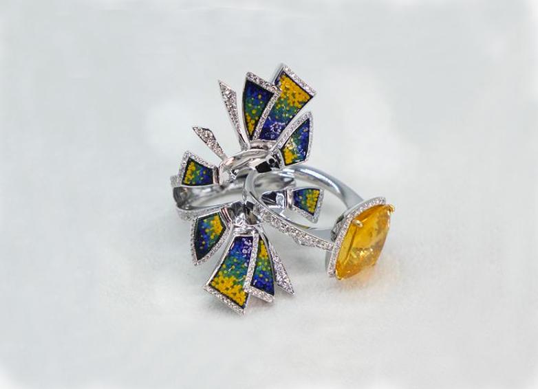 Anello con zaffiro giallo di  11,70 carati
