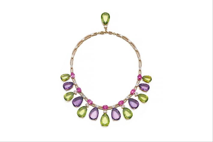 Collana con zaffiri rosa,  ametiste, peridoti e diamanti di Bulgari