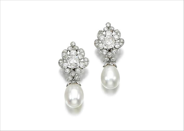 Orecchini di diamanti attribuiti a Cartier, provenienti dalla collezione di Sarah Baillie-Hamilton