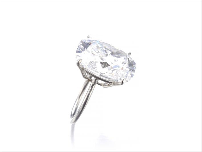 Diamante di 18,03 carati taglio cuscino venduto per quasi 2 milioni di dollari