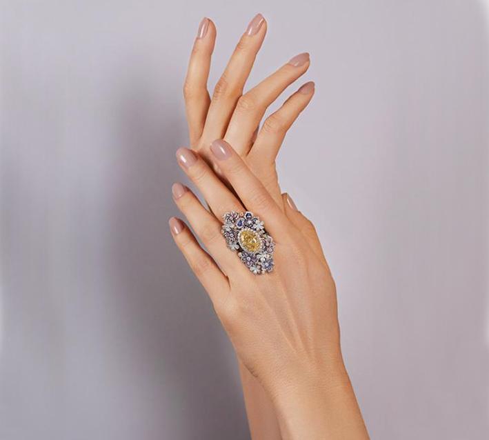 Anello Secret Garden con diamante fancy yellow di 7,66 carati