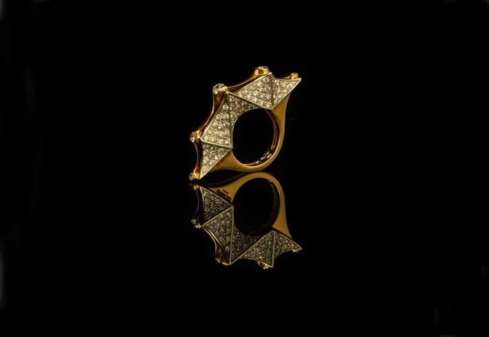 Anello Eclisse, oro e pavé di diamanti