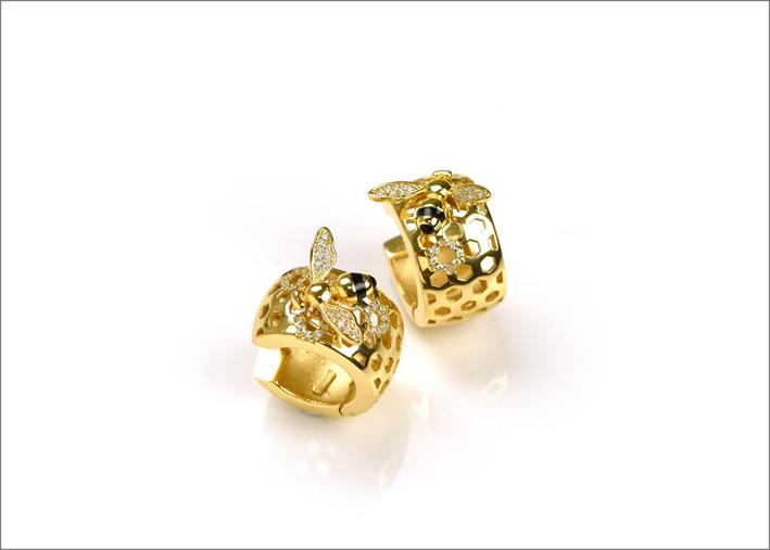 Orecchini in argento placcato oro , cubic zirconia e smalto nero