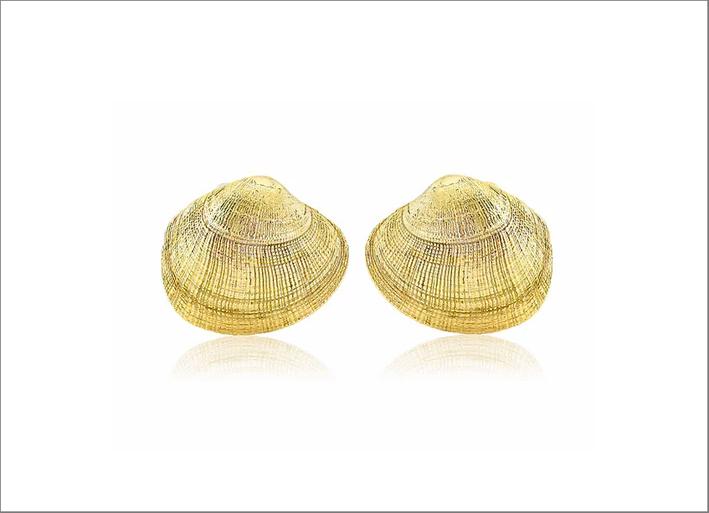 Orecchini a forma di vongola in oro 9 carati