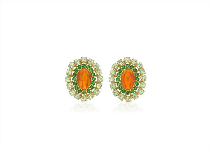Orecchini in oro giallo 18 carati, opale, smeraldi e tormalina