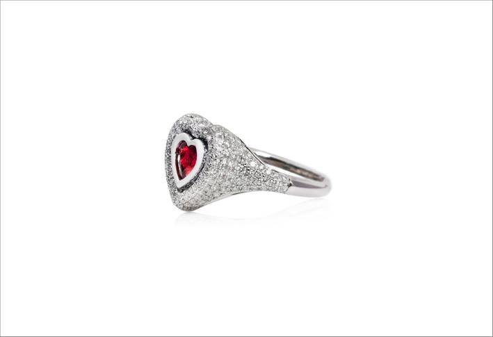 Anello in oro bianco 18 carati, rubino e diamanti