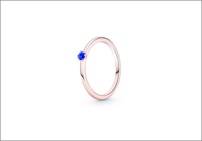 Anello in Pandora Rose con zirconia cubica blu