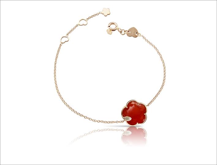 Bracciale in oro rosa, diamanti e corniola della collezione Petit Joli