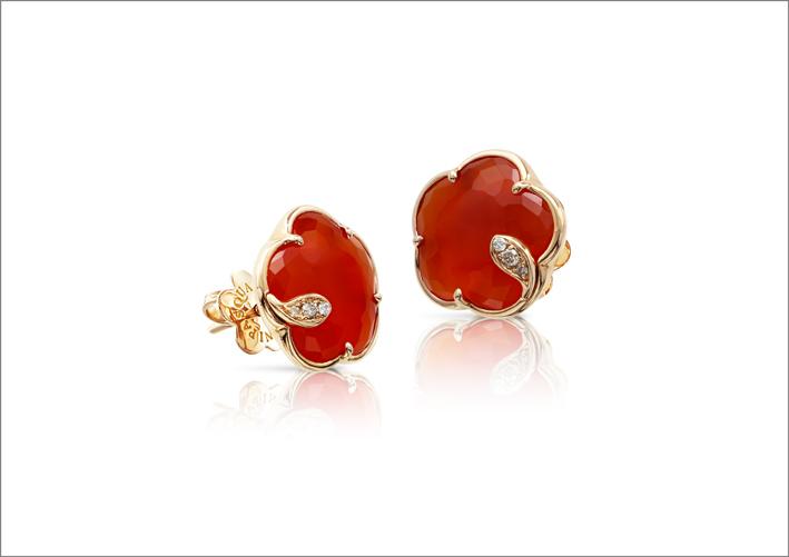 Orecchini in oro rosa, diamanti e corniola della collezione Petit Joli