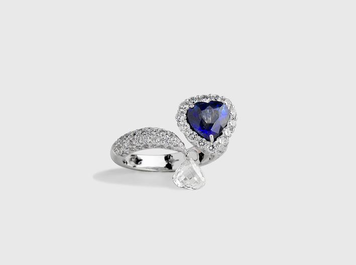 Anello con zaffiro blu e diamanti