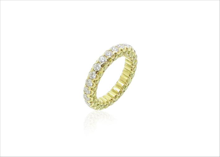 Anello eternity in oro giallo e diamanti