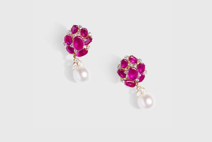 Orecchini com rubini, diamanti, perle